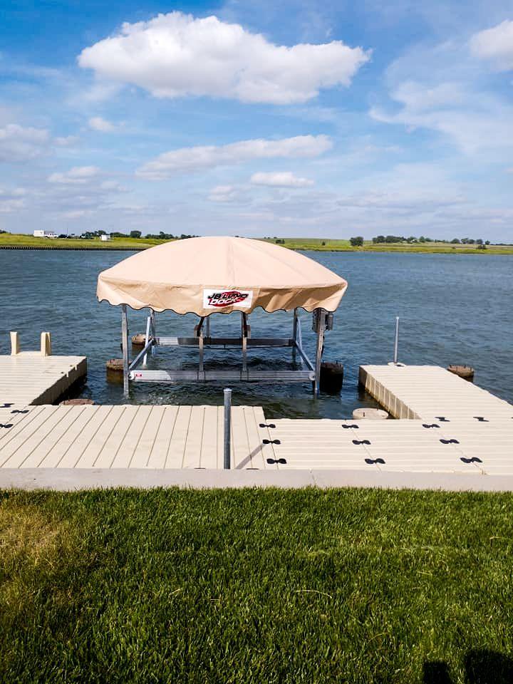 JB-Lund-pontoon-boat-lift
