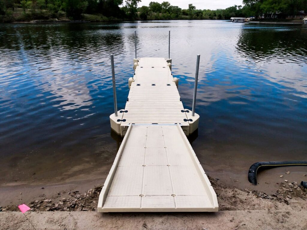 boat-dock-ready-for-boats-to-pull-up