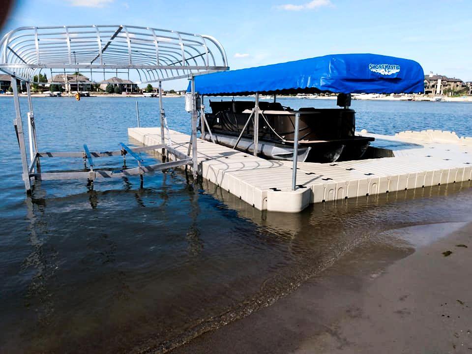 docked-pontoon-boat