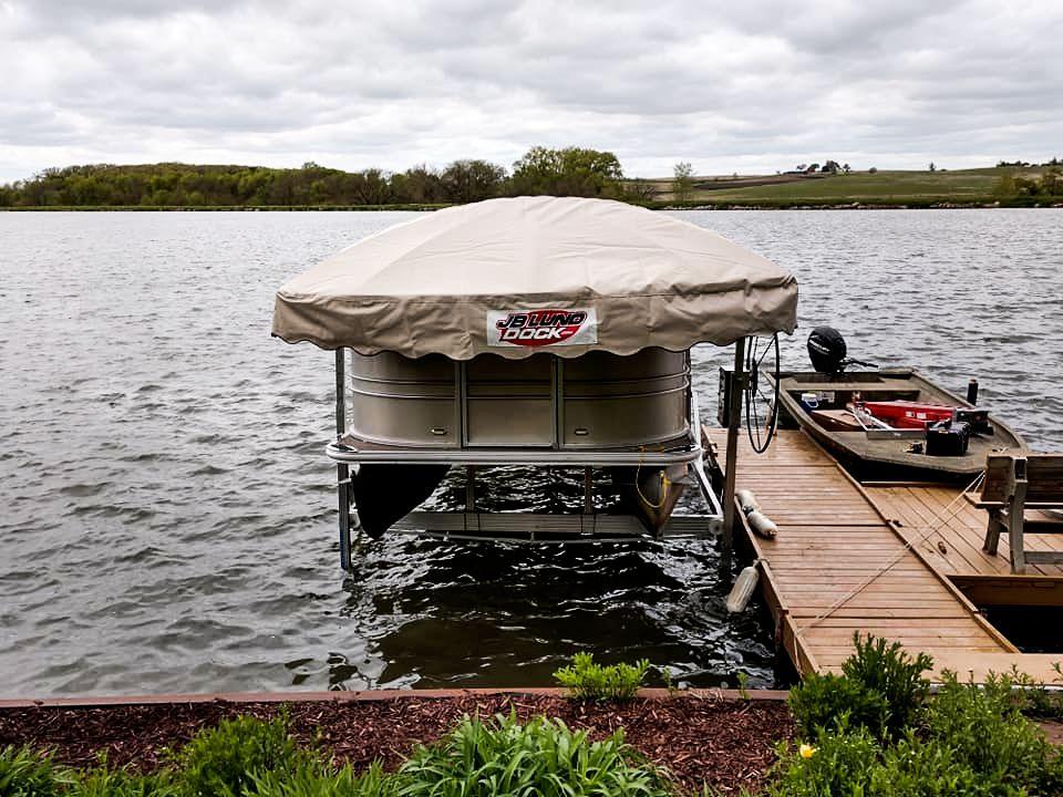 pontoon-boat-lift