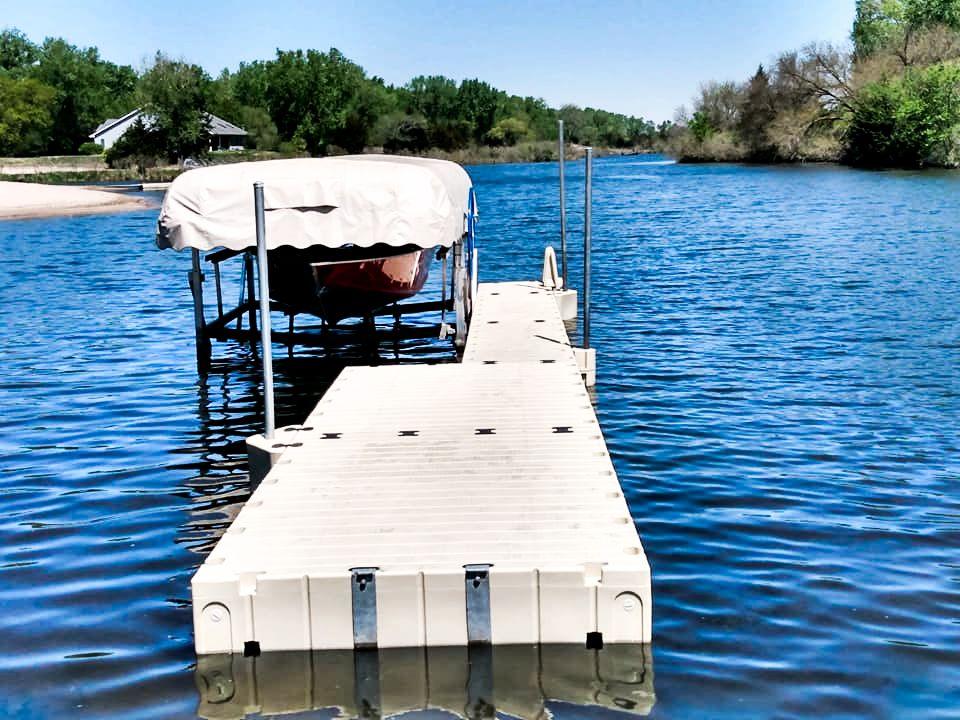 speed-boat-docked