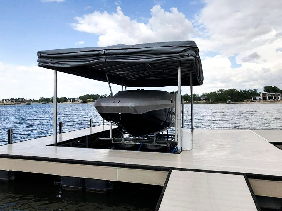 touchless-boat-cover-for-a-speed-boat