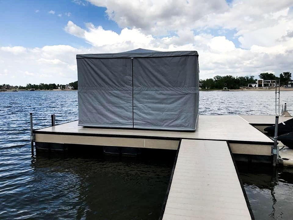 touchless-boat-cover-protecting-a-speed-boat
