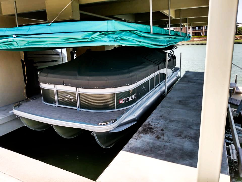 touchless-pontoon-boat-cover